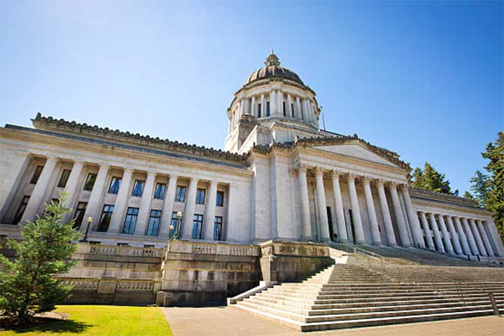 Photo of the Washington state Capitol on a sunny day.
